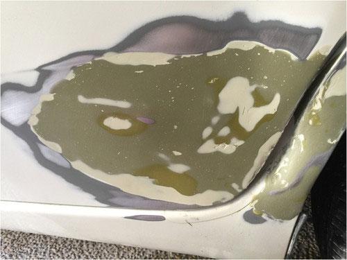 3度目の厚塗りパテをサンドペーパーで削る