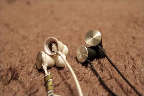 nixonearphone01.jpg